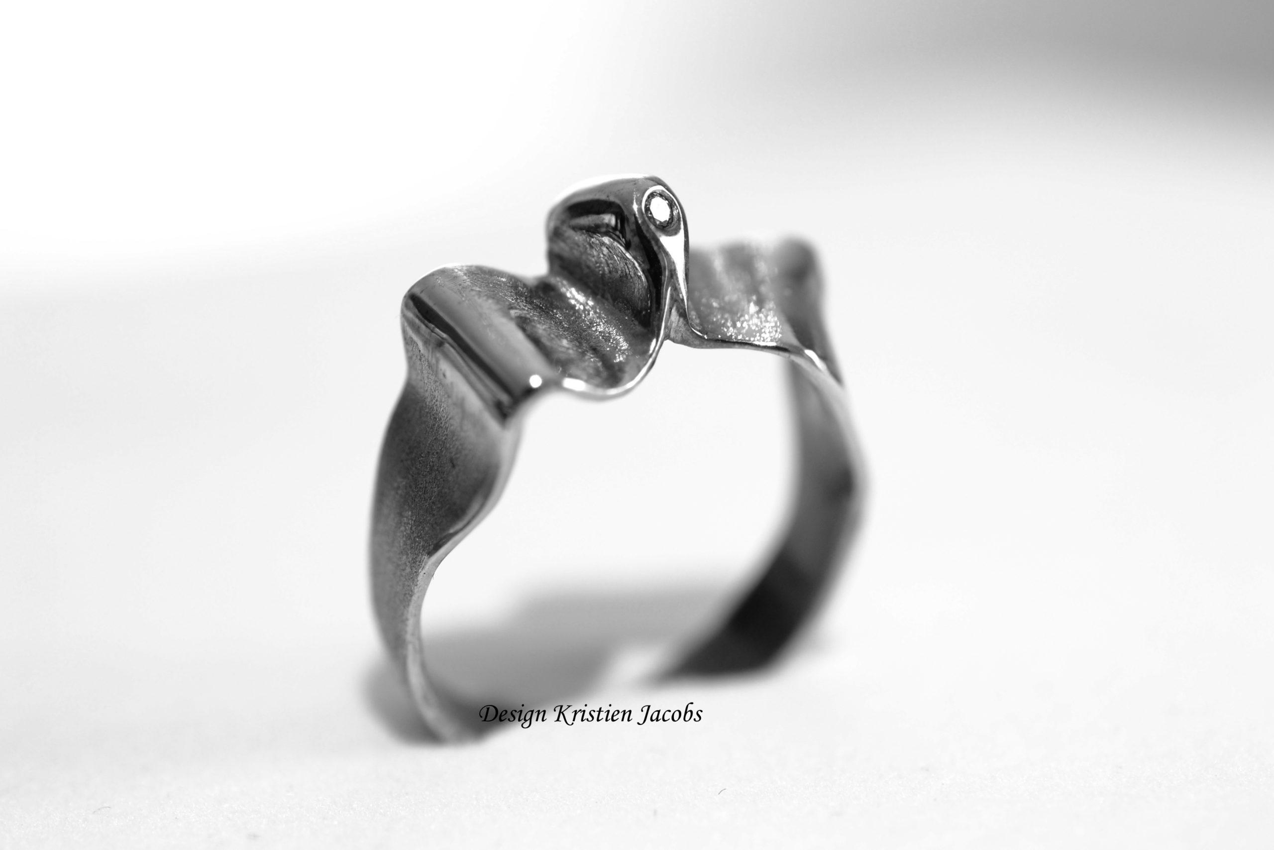 Grillige ring met briljant