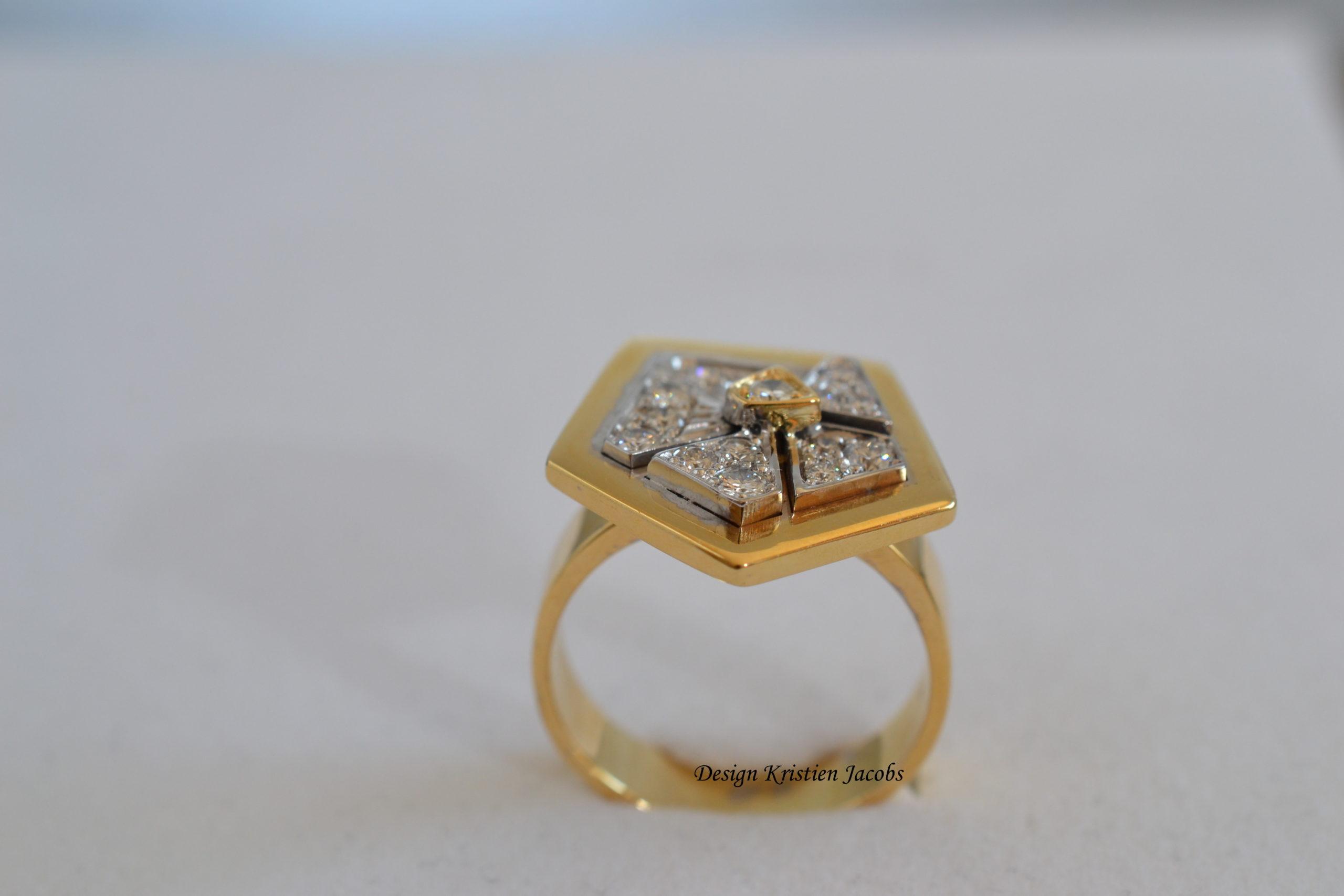 Tangram ring bi-color, originele ring, gemaakt in combinatie 3d design en handwerk, naar ontwerp Kristien Jacobs