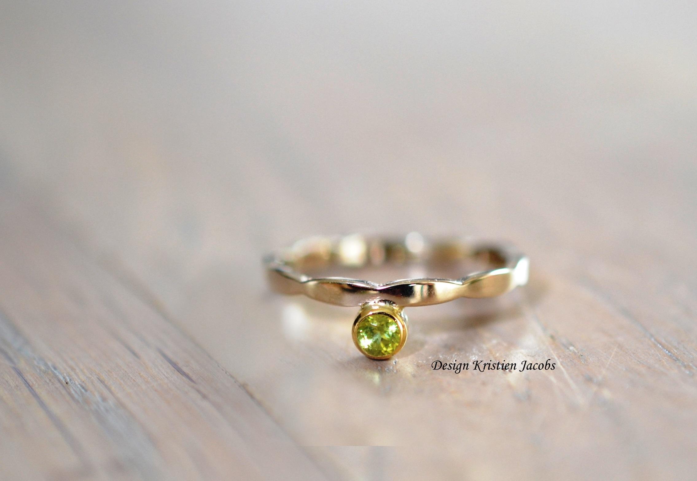 Illuminate colletie Ring wit goud met peridot in geel goud