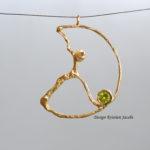Cirkel geel goud met Peridot, handgemaakt in eigen atelier te Mechelen naar ontwerp van Kristien Jacobs