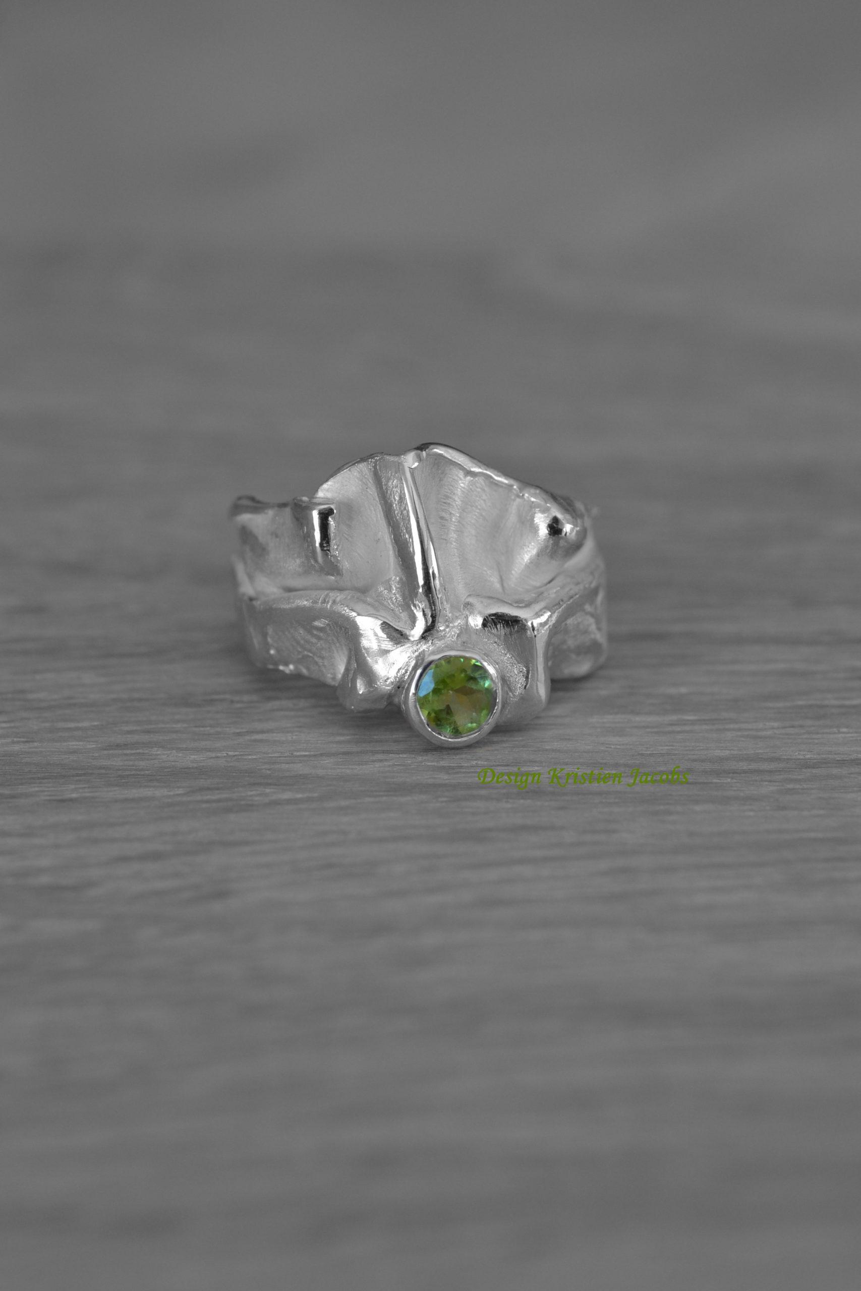 zilverenring met peridot