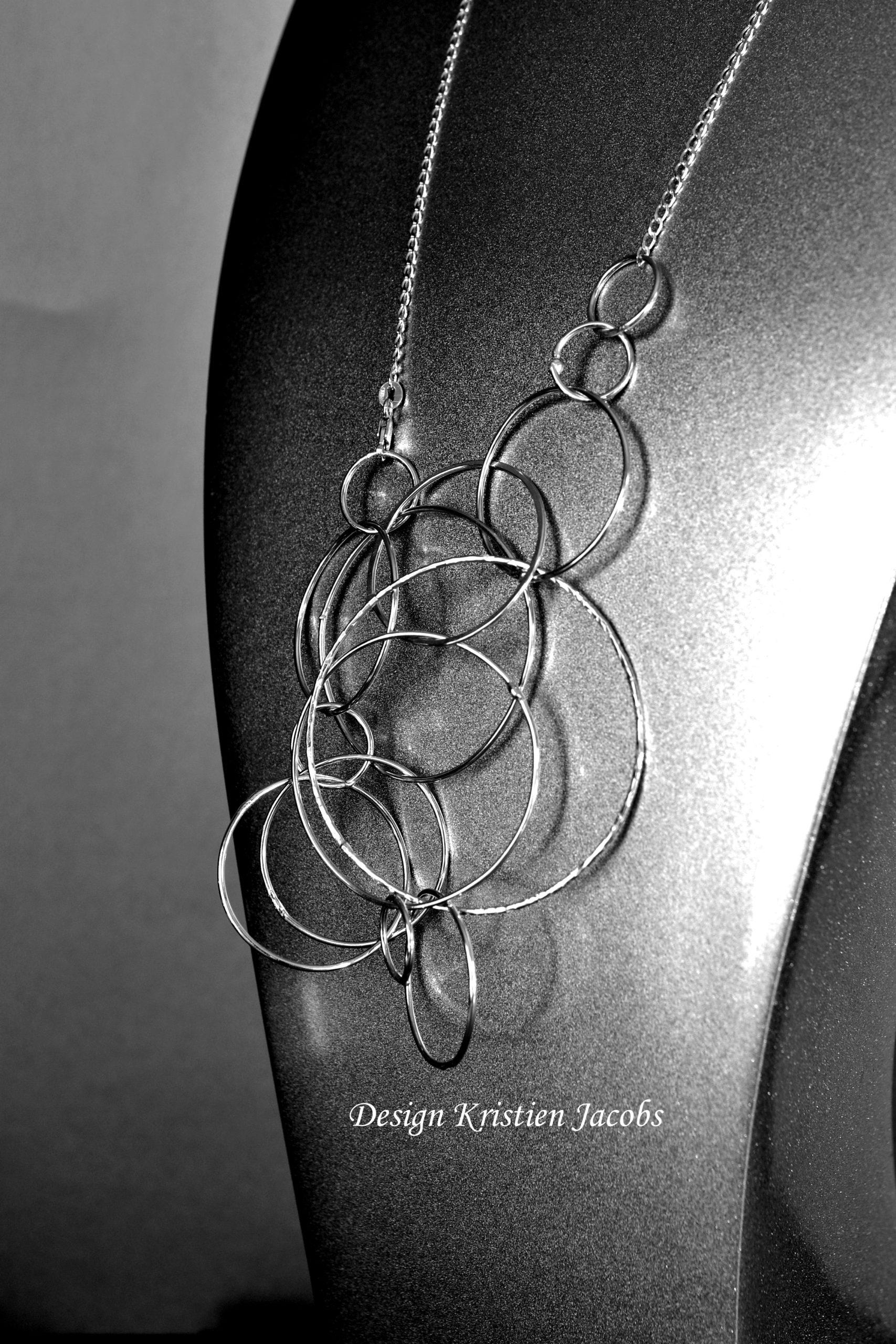 Halsketting sterling zilver grote cirkels. handgemaakt in eigen atelier.