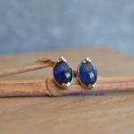handgemaakte oorbellen blauwe saffier Mechelen eigen atelier ontwerp Kristien Jacobs, saffierjuweel