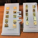oorbellen, oorstekers, vierkant, langwerpig, mat en blinkend goud, symbiose, ontwerp en makelijk Kristien jacobs Handwerk, handgemaakt design